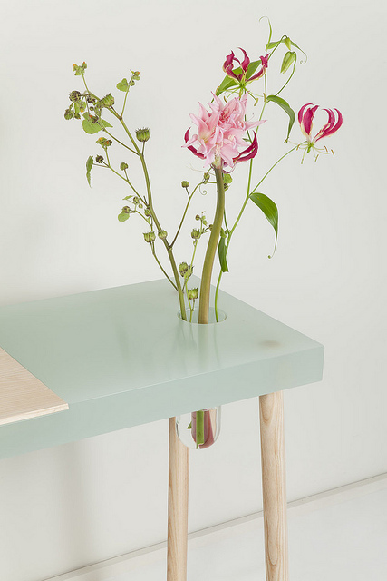 flower vase table / roelhuisman