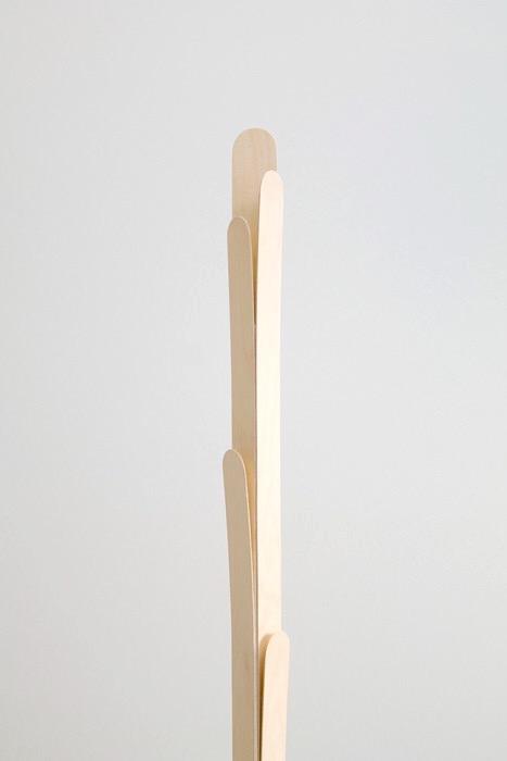peel coat hanger / oato